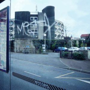 Protégez vos vitres des graffitis avec le film anit graffiti